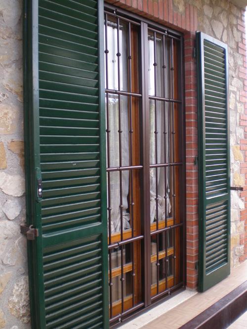 Grate di sicurezza torino persiane blindate torino for Grate in legno per balconi
